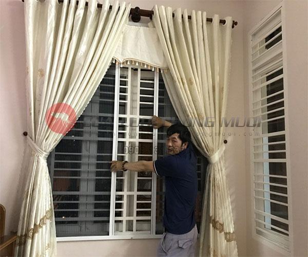 Cửa lưới chống muỗi không ray 01