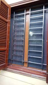 Cửa lưới chống muỗi mở ngăn ngừa hiểm họa từ muỗi và côn trùng