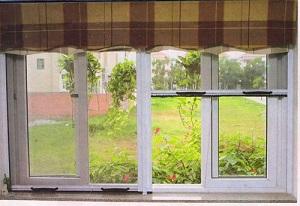 Cửa lưới chống muỗi tự cuốn cùng gia đình tận hưởng sức khỏe lành mạnh