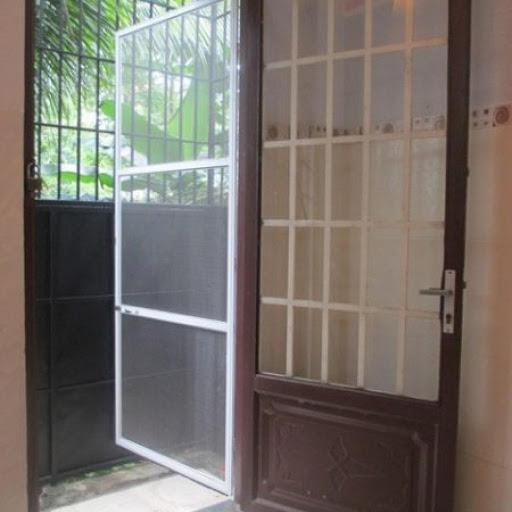 Cửa lưới dạng mở giá rẻ Việt Thống
