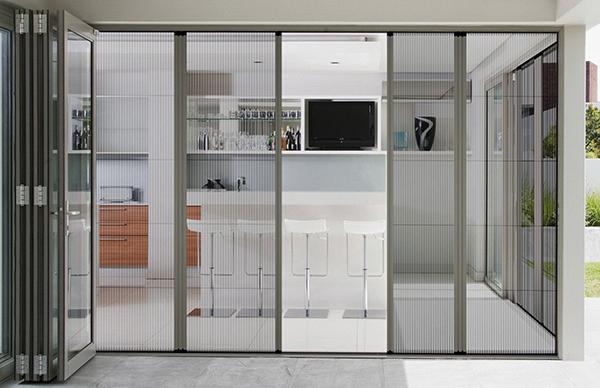 Đặc điểm của phong cách thiết kế nội thất hiện đại với cửa lưới chống muỗi