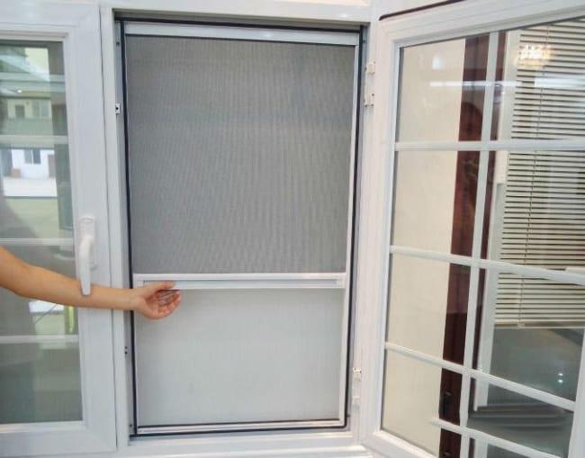 Lắp cửa ra vào thì nên chọn cửa lưới chống muỗi dạng nào?