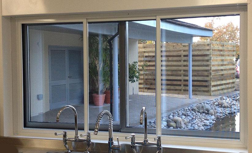 Lắp đặt cửa lưới chống muỗi dành cho căn bếp nhà bạn
