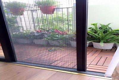 Phòng chống muỗi hiệu quả nhờ cửa lưới chống muỗi không ray