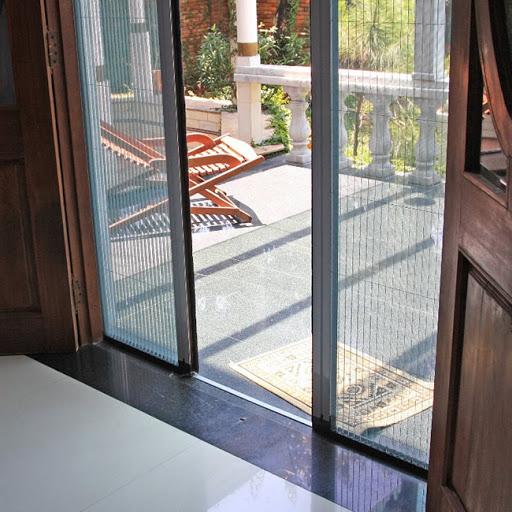 Phòng tránh muỗi vào mùa mưa bằng cách sử dụng cửa lưới chống muỗi