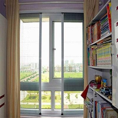 So sánh cửa lưới chống muỗi cố định và cửa lưới chống muỗi tự cuốn