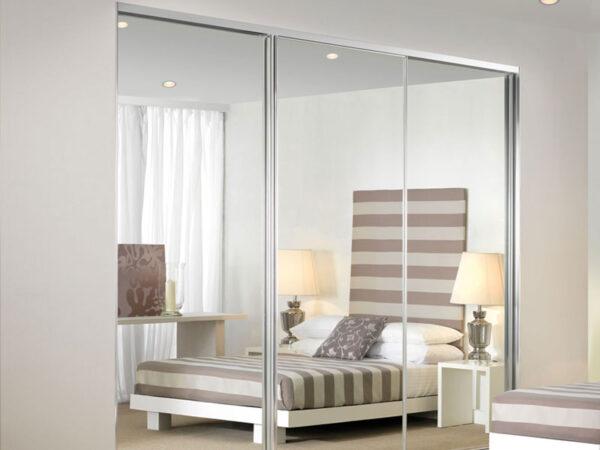 Tầm quan trọng của việc lắp đặt cửa lưới chống muỗi cho phòng ngủ.