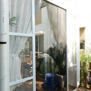 Vị trí nào phù hợp để lắp đặt cửa lưới chống muỗi dạng lùa?